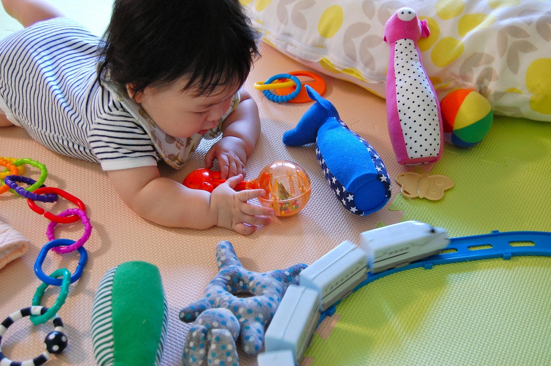 おもちゃ・プラレール・遊び・赤ちゃん