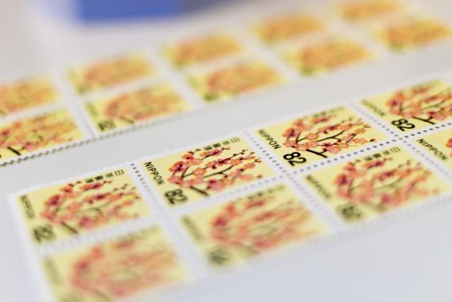 82円切手台紙貼り付け