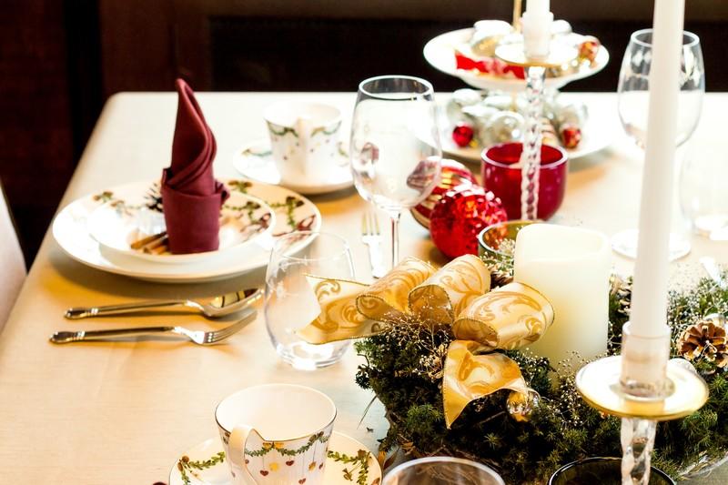 コース料理・高級料理・レストランのテーブルセット