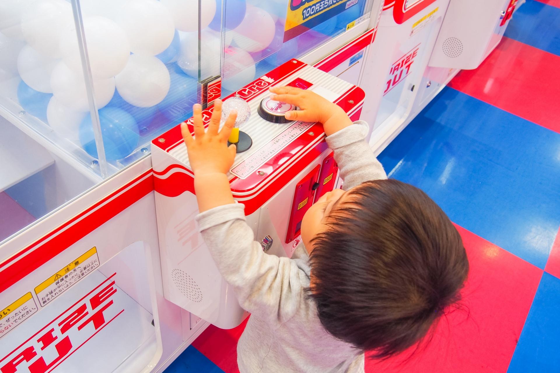 ゲームセンター・クレーンゲーム・子供