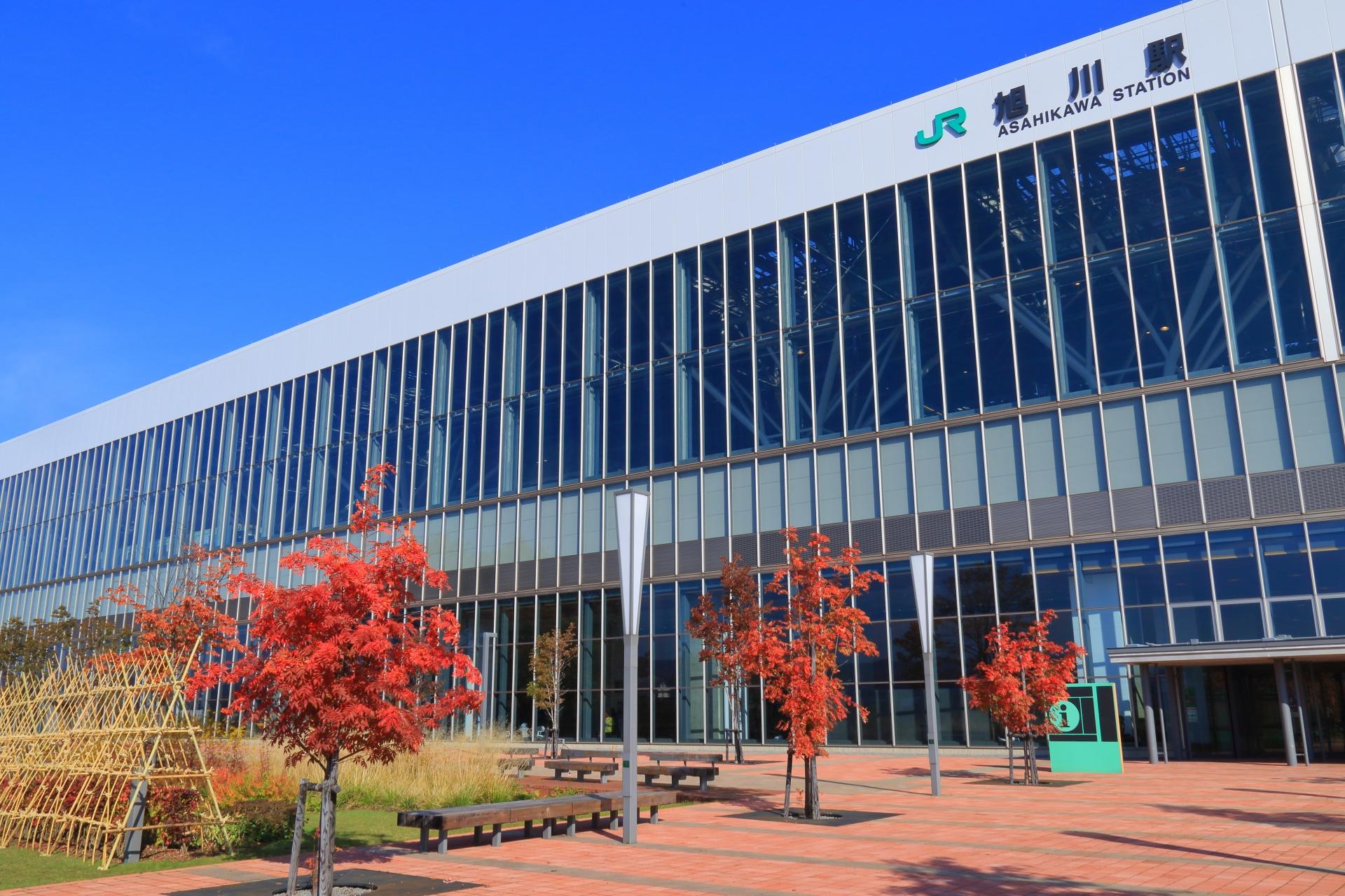 秋の旭川駅南口