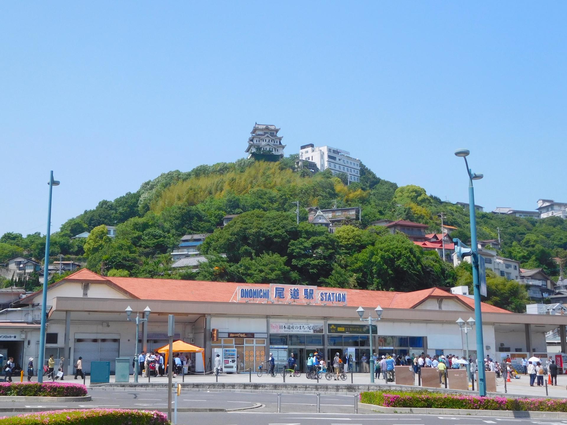 尾道駅と尾道城